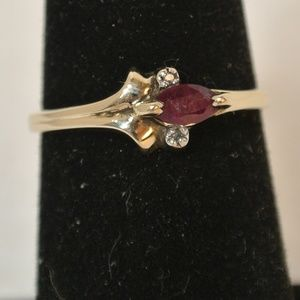 10k Yellow Gold Ruby Ring Size 7.5